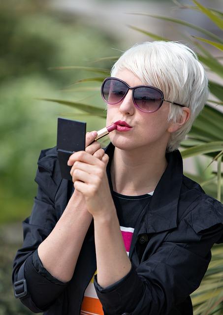 lipstick-850597_640