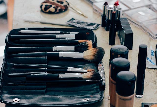 make-up-1209798_640