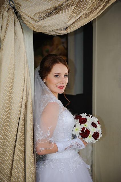 女装が初めての人が、失敗なく可愛くきれいに見えるのが、実はウエディングドレスなんです!