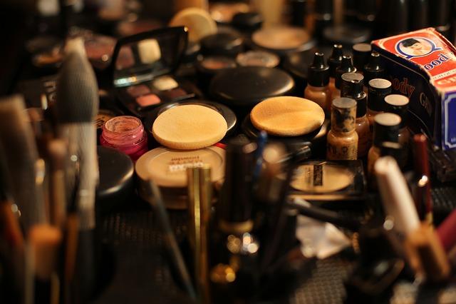 makeup-2679312_640