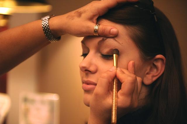 makeup-677200_640-2