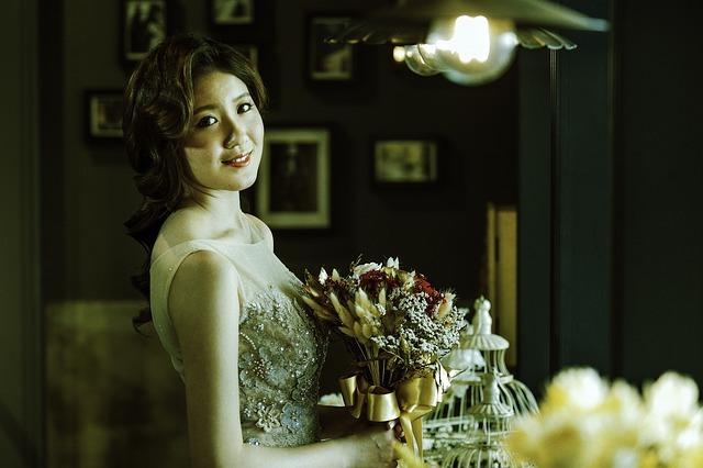 dresses-1915857_640