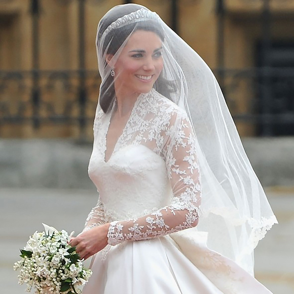 01kate-middleton-wedding-dress-foral-detail.jpg