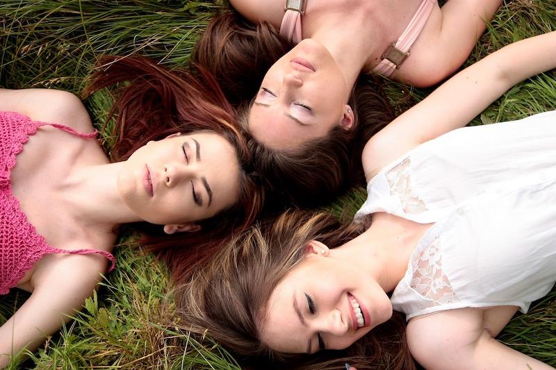 girls-1487825_1280